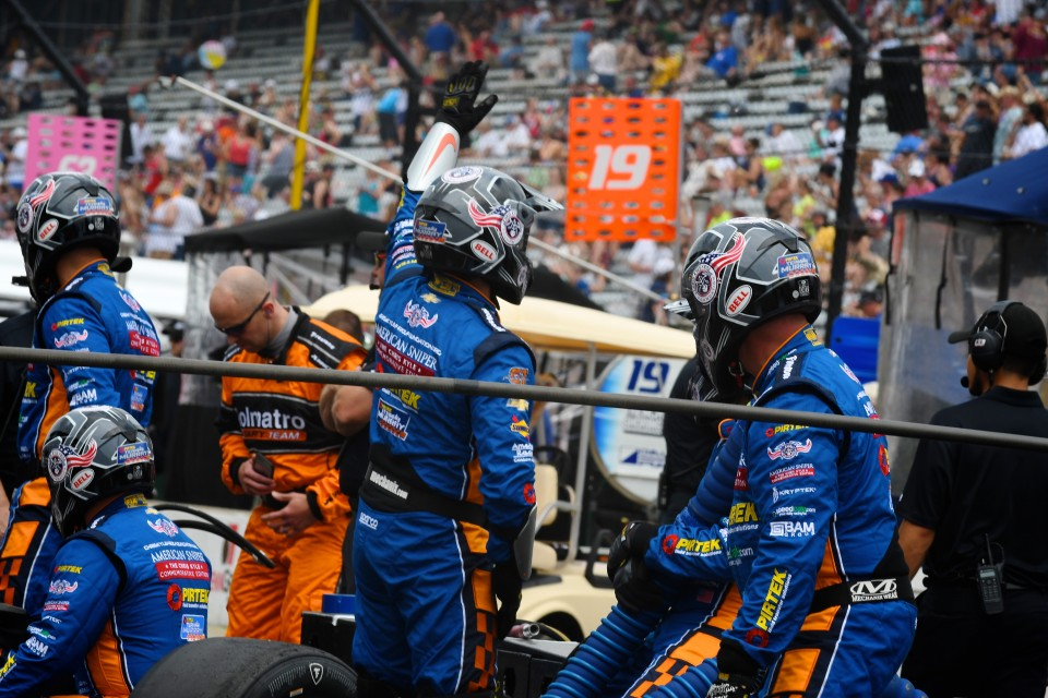 Bell Helmets jumped behind PIRTEK Team Murray's unique CK CRew
